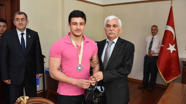 Karabük Valisi Orhan Alimoğlu Avrupa Şampiyonlarını tebrik etti